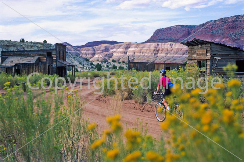 Mountain biker; Old West Paria movie set in Utah -24 - 72 ppi