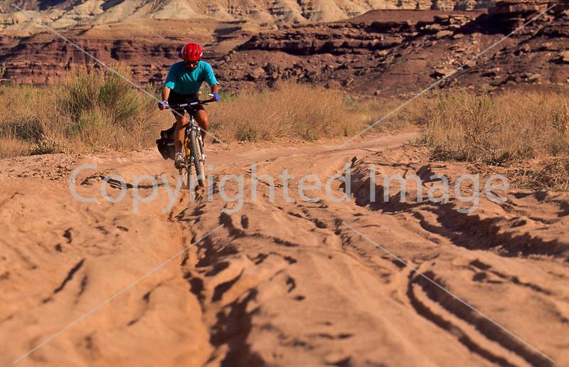 Mountain biker(s) on White Rim Trail - 372#2 - 72 ppi