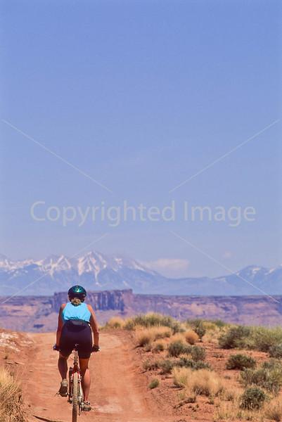 Mountain biker(s) on White Rim Trail - 228#2 - 72 ppi