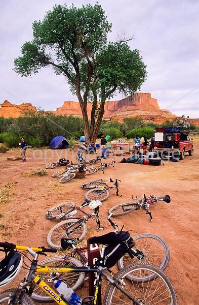 Mountain biker(s) on White Rim Trail - 377 - 72 ppi