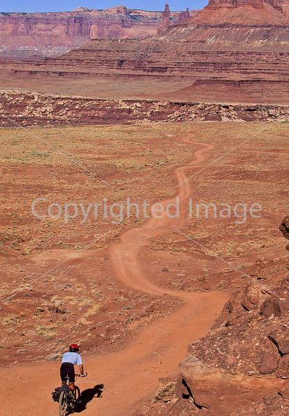 Mountain biker(s) on White Rim Trail - 422e - 72 ppi
