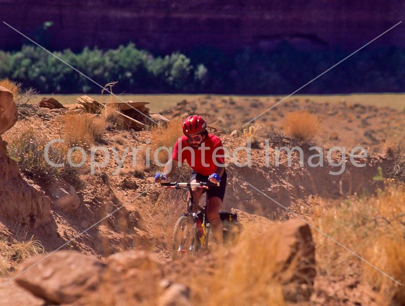 Mountain biker(s) on White Rim Trail - 322 - 72 ppi