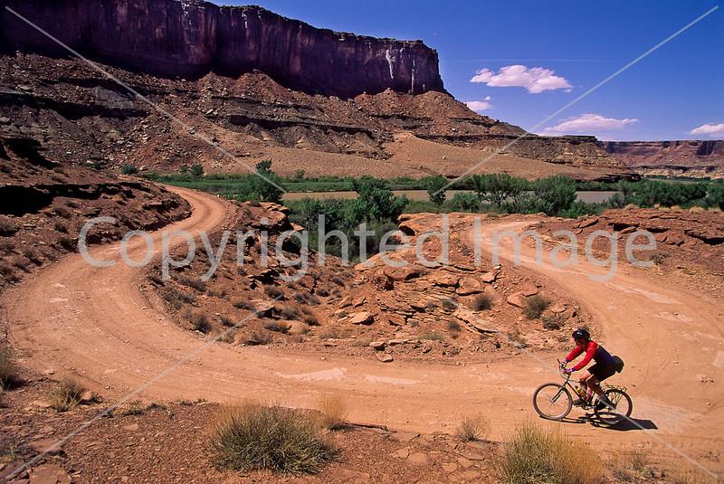 Mountain biker(s) on White Rim Trail - 413 - 72 ppi
