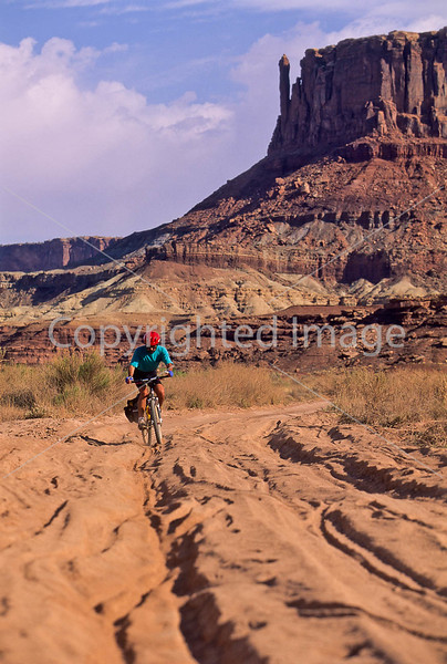 Mountain biker(s) on White Rim Trail - 372 - 72 ppi