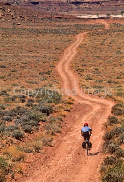 Mountain biker(s) on White Rim Trail - 450 - 72 ppi