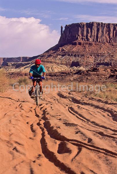 Mountain biker(s) on White Rim Trail - 150 - 72 ppi