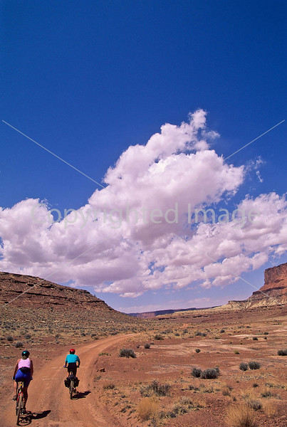 Mountain biker(s) on White Rim Trail - 400 - 72 ppi