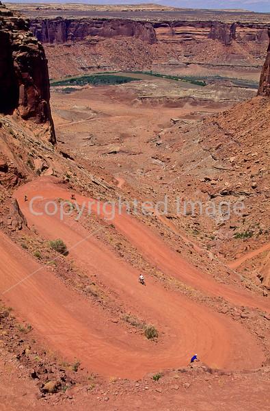 Mountain biker(s) on White Rim Trail - 206#2 - 72 ppi