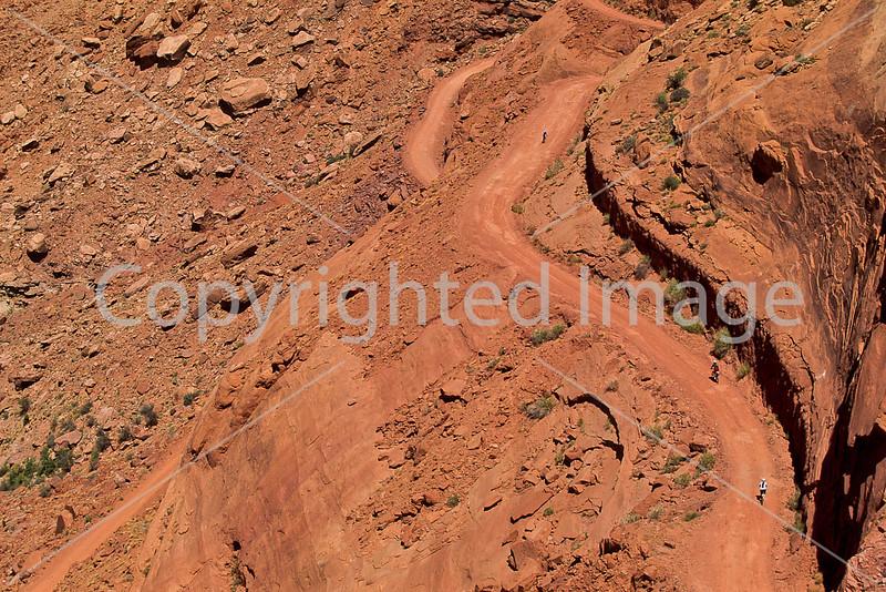 Mountain biker(s) on White Rim Trail - 445e - 72 ppi