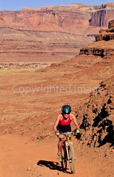 Mountain biker(s) on White Rim Trail - 381e - 72 ppi