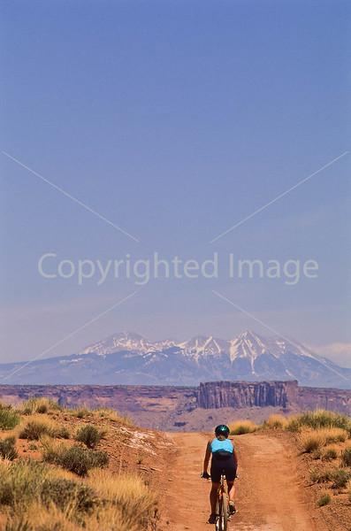 Mountain biker(s) on White Rim Trail - 230#2 - 72 ppi