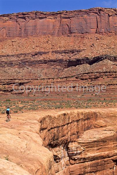 Mountain biker(s) on White Rim Trail - 314 - 72 ppi