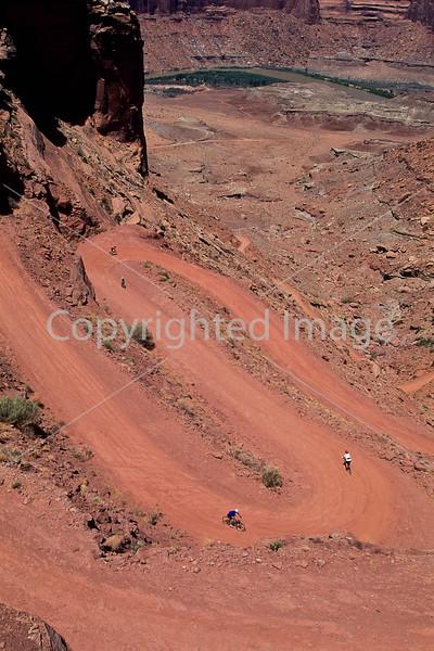 Mountain biker(s) on White Rim Trail - 200 - 72 ppi