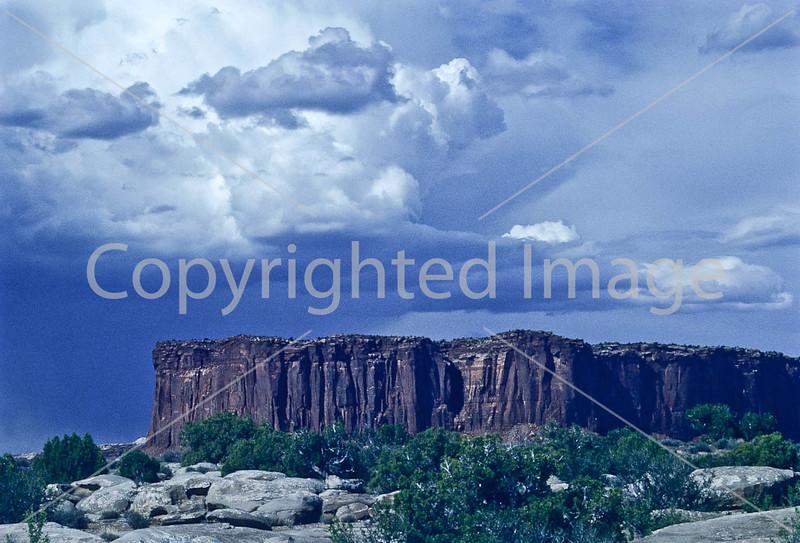 Scenery along White Rim Trail in Canyonlands Nat  Park, Utah - 2 - 72 ppi