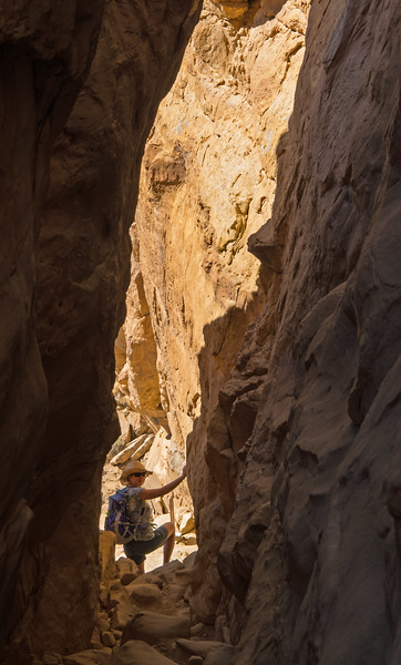 The Pueblo Alto trail starts and finishes through this crack in the cliff face.