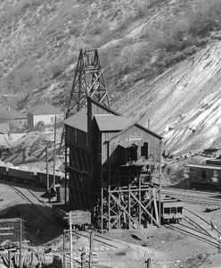 Highland Boy Tramway Lower Terminal, November 1906. Note that coal was unloaded on the north (photo left) side, and ore was loaded on the south (photo right) side. Coal was hoisted up to the aerial tram and loaded buckets traveled to the upper terminal, as loaded ore buckets traveled to the lower terminal.