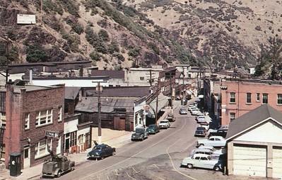 PC_Bingham-Main-Street-1950s_Bonneville-News_Plastichrome_Hal-Rumel-photo