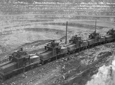 Bingham_pit-locomotives-1948_Salt-Lake-Tribune-photo