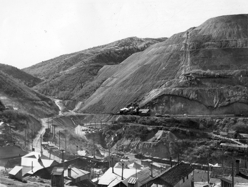 Bingham_Upper-Bingham-dump-line-tail-tracks_Nov-25-1937_Salt-Lake-Tribune-photo