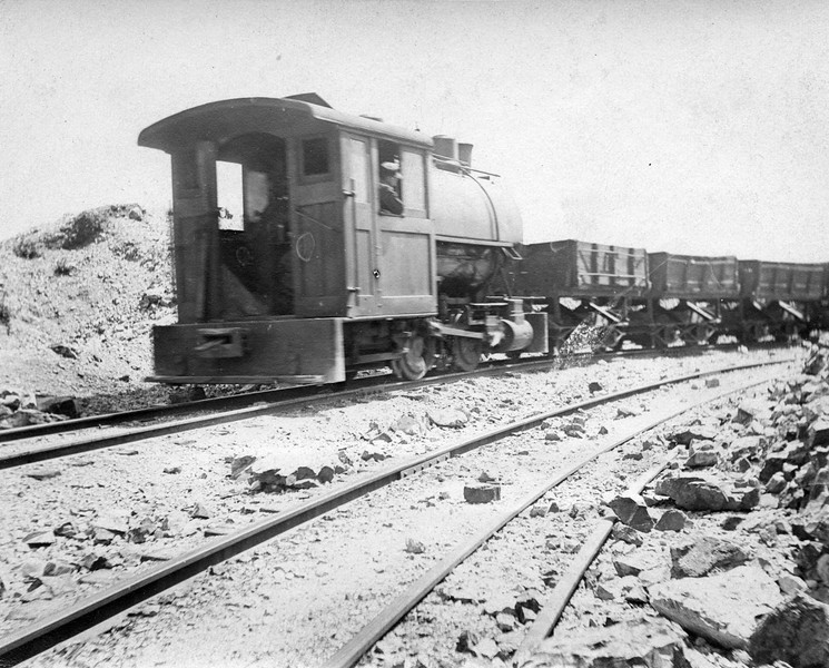 Boston-Consolidated_locomotive-with-cars