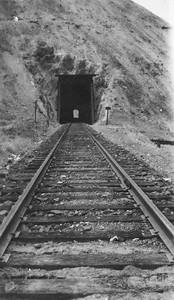 Creedon-Scroggin-collection1_004_B&G-tunnel-4