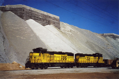 The last ore train leaves the Dry Fork reload site. May 30, 2001.