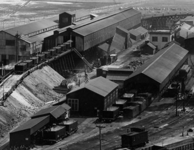 Magna mill, 1915, showing B&G ore cars.