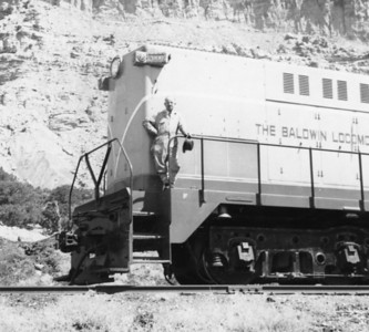 Baldwin demonstrator 2000, with Baldwin sales representative, April 1949. (Bill Shaff Collection)