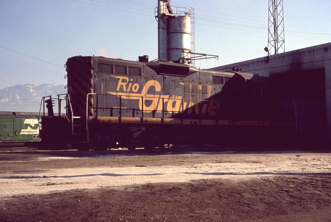 GP9 5911 at Roper. (Dave England Photo)