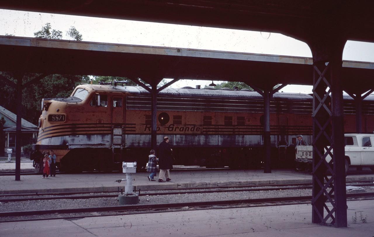 F7 5571 at Salt Lake City depot. June 1967. (Dave England Photo)