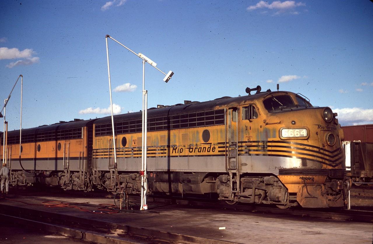 F7 5664 at Roper. December 1965. (Dave England Photo)