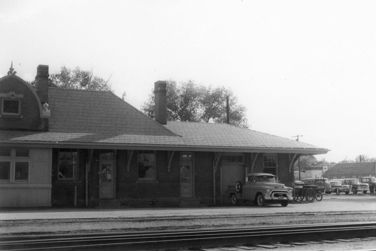 up_evanston-depot_jul-1964_005_dave-england-photo