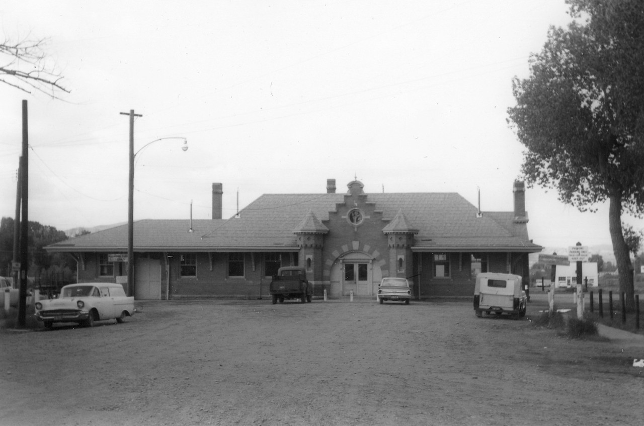up_evanston-depot_jul-1964_004_dave-england-photo