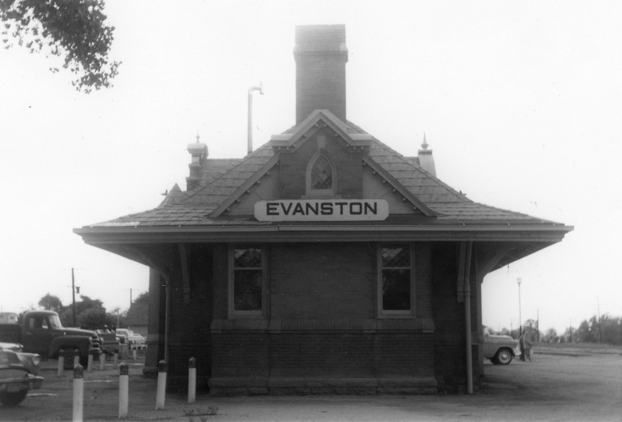up_evanston-depot_jul-1964_002_dave-england-photo