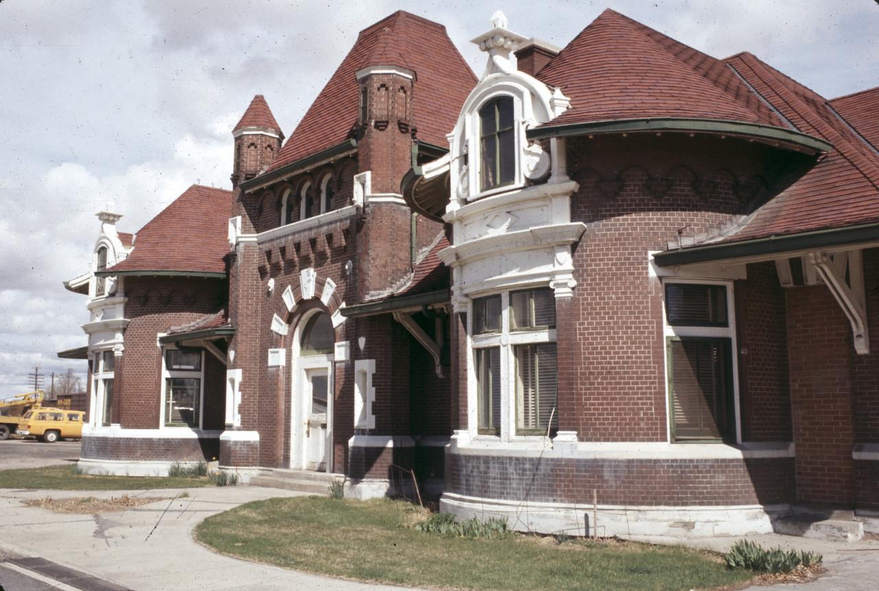 up_evanston-depot_slide18_apr-1973_dave-england-photo