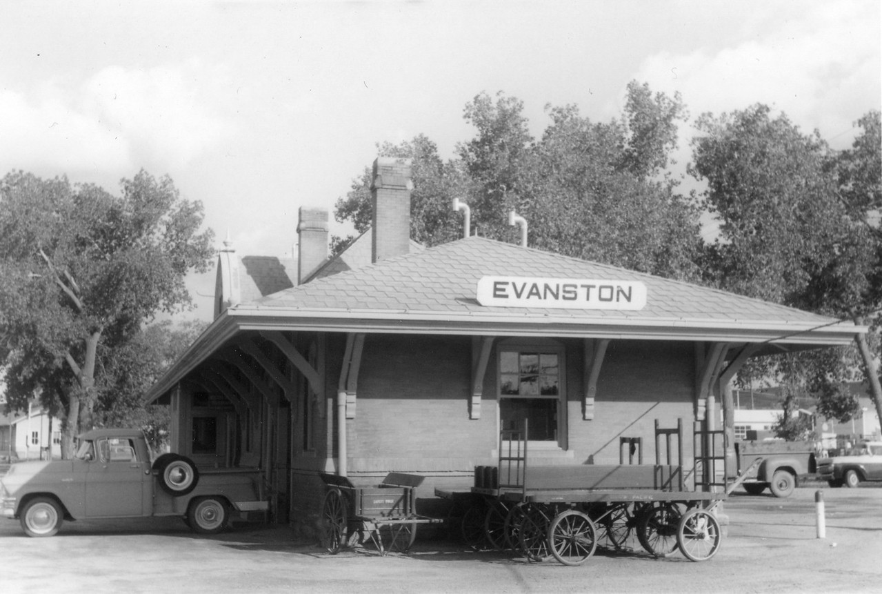 up_evanston-depot_jul-1964_001_dave-england-photo