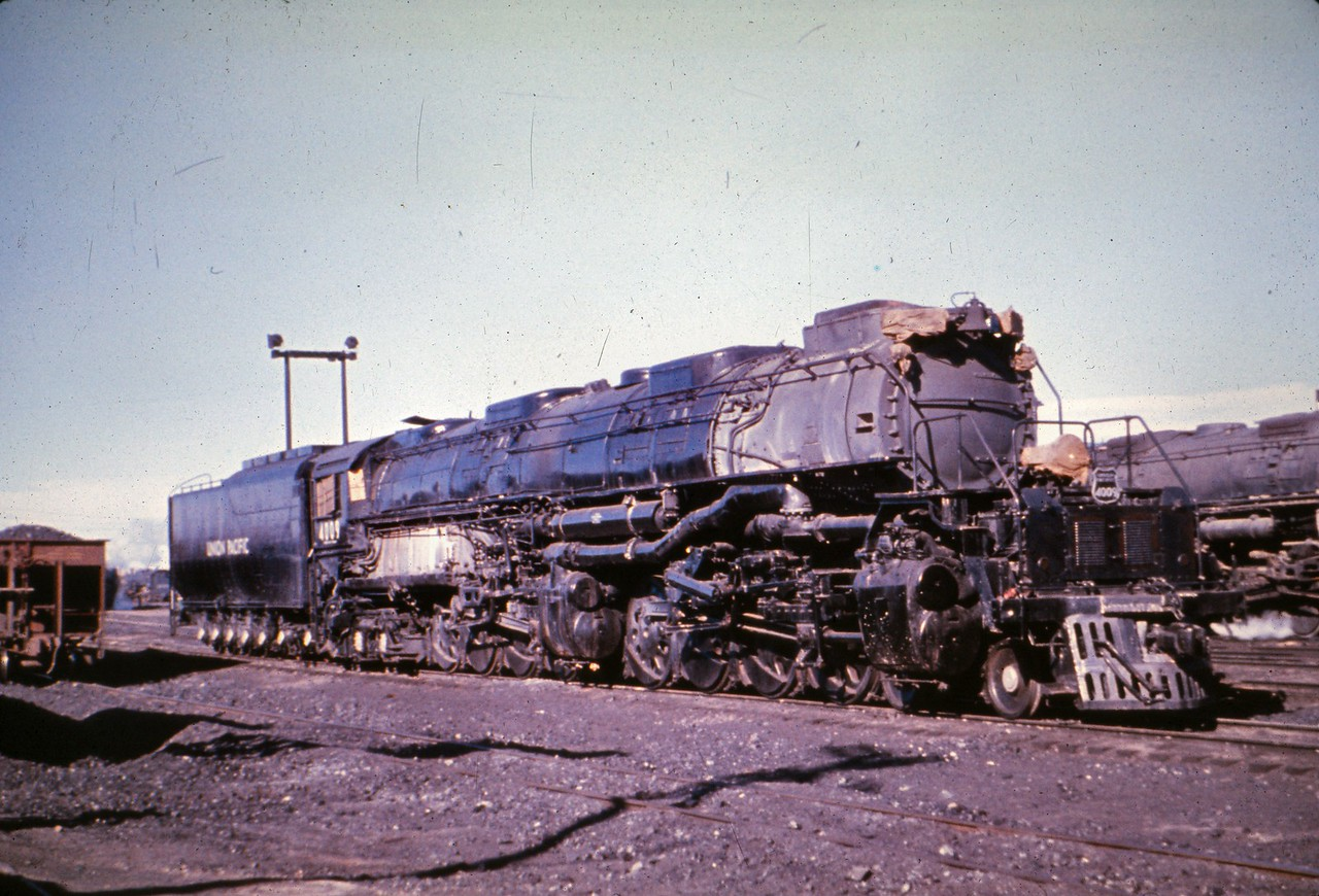 UP 4009. (Dave England Collection)