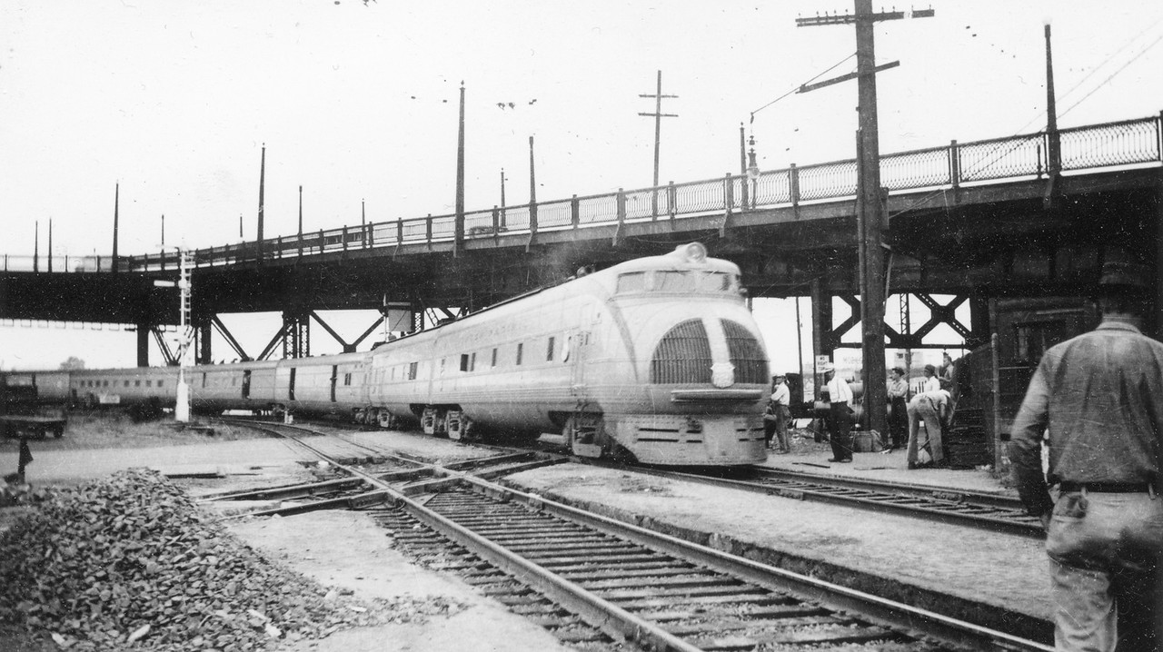 UP_Streamliner_City-of-Portland_M-10002_Portland_May-18-1940_Dave-England-Collection