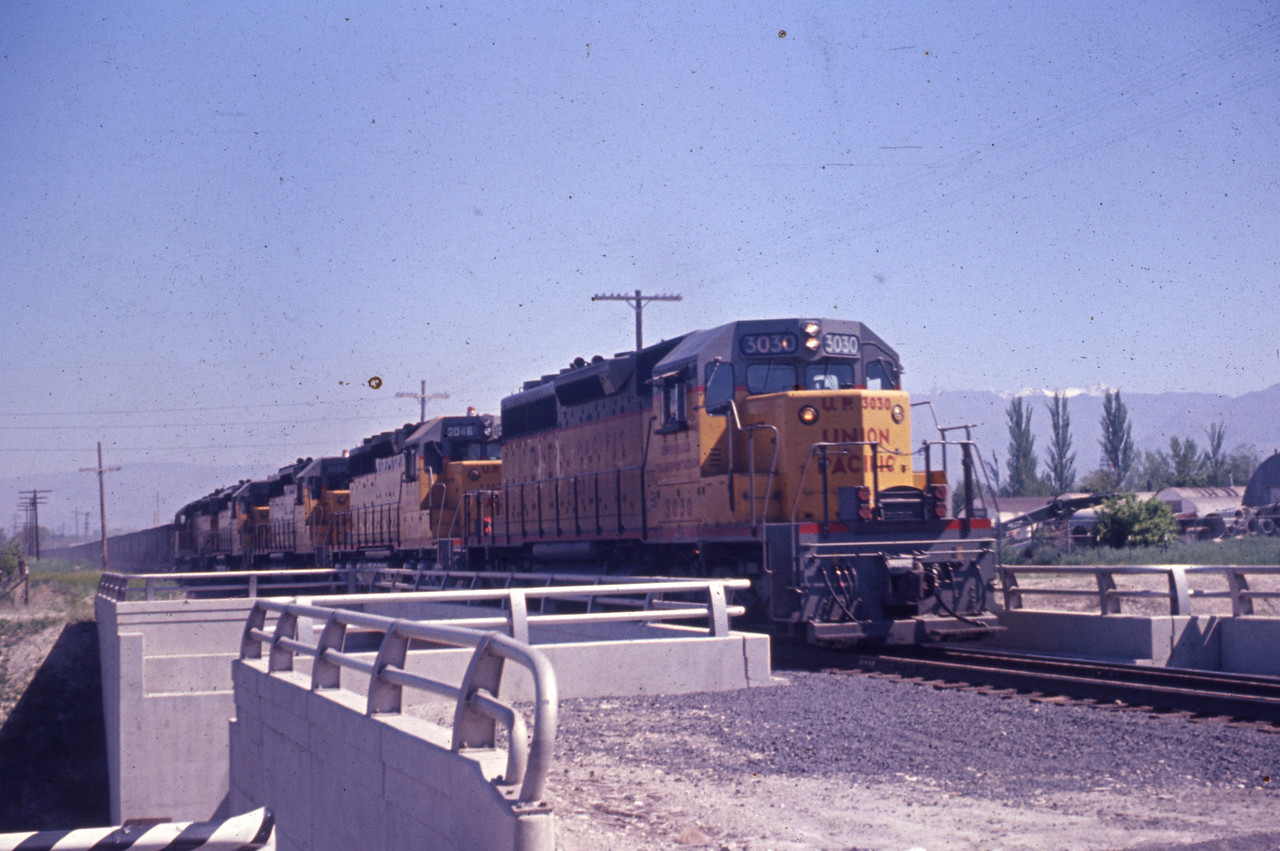 UP_SD40_3030-with-train_Murray_Jun-1967_Dave-England-photo