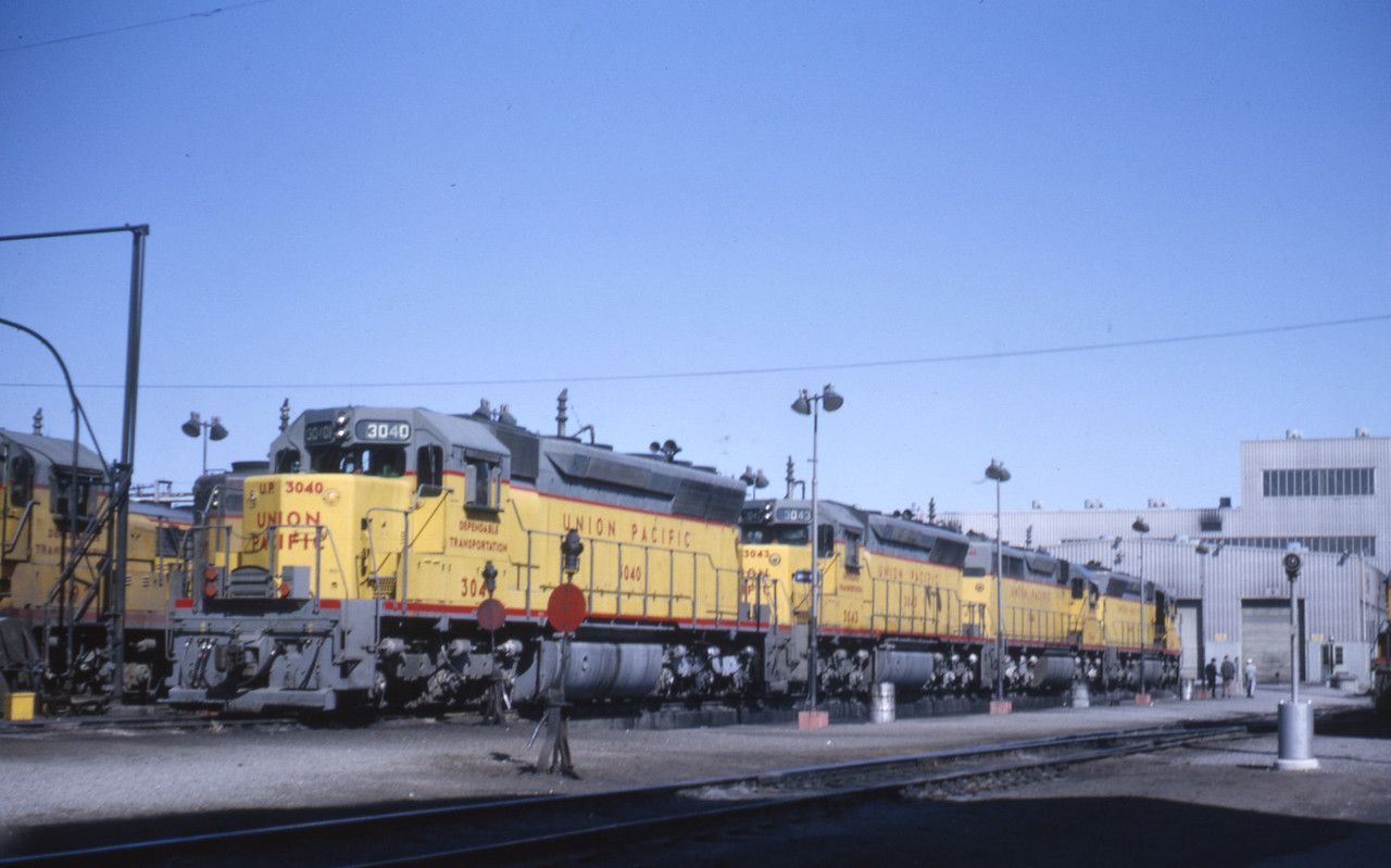 UP_SD40_3040-power-set_Salt-Lake-City_Apr-1967_Dave-England-photo