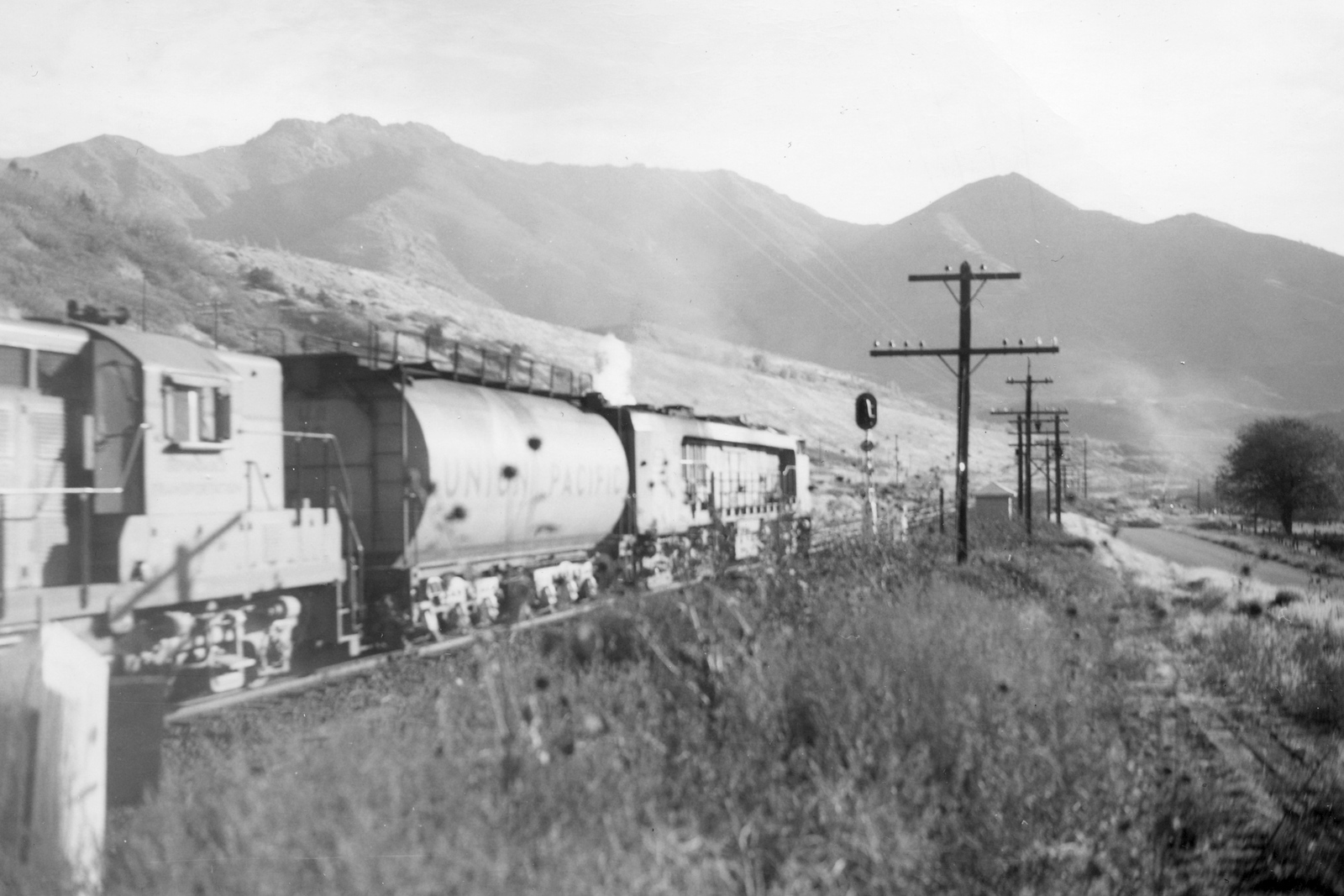 UP_turbine_70-with-train-rear_Uintah_Dave-England-photo