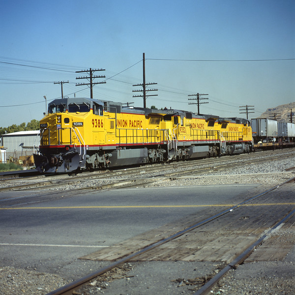 up_c40-8w_9386_with-train_salt-lake-city_dean-gray-photo