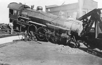 up_4-6-2_2888_turntable-pit_doug-brown-collection
