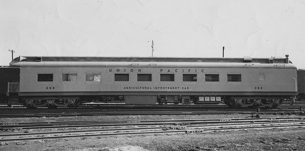 up_company-service-car_200_uprr-photo_doug-brown-collection