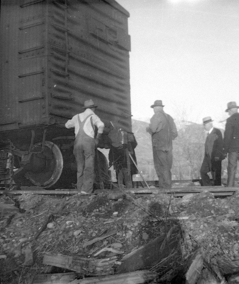 Bamberger_derailment_0128_Gordon-Cardall-photo