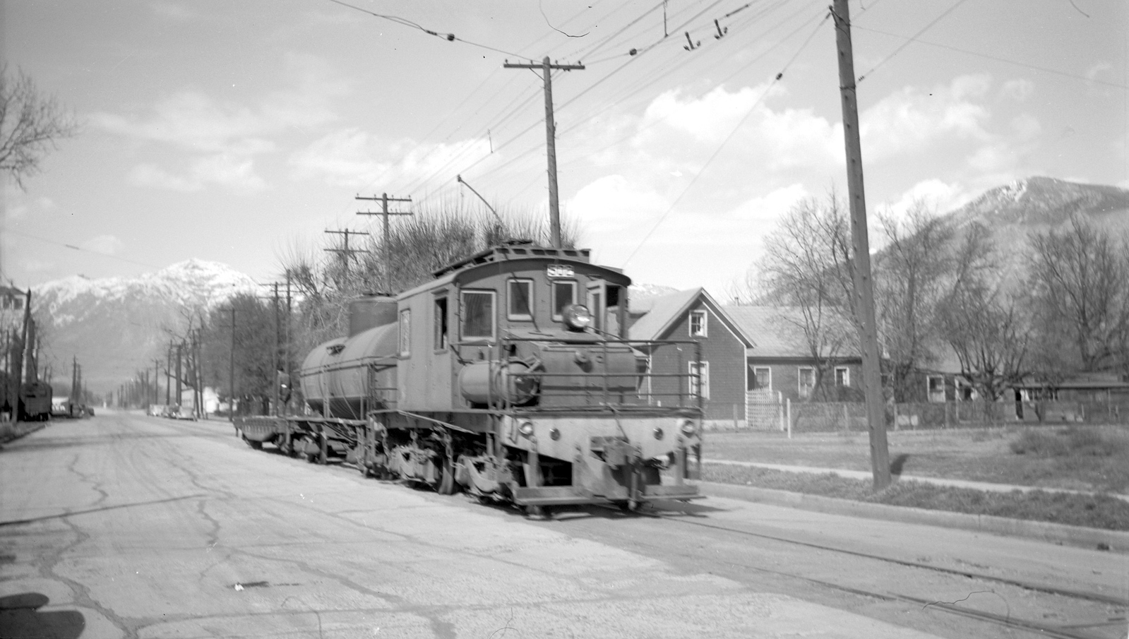 Bamberger_502-with-train_Bountiful_no-date_Gordon-Cardall-photo