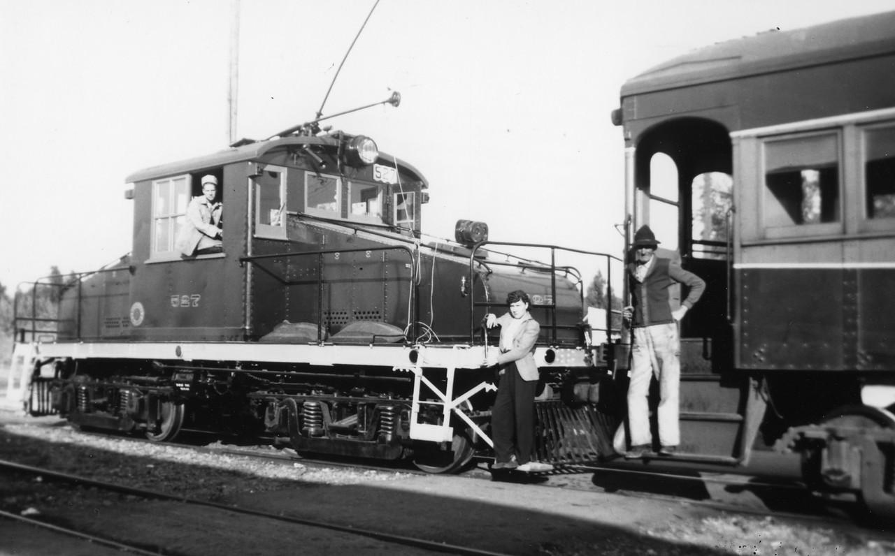 Bamberger_527_summer-1945_gordon-cardall-collection