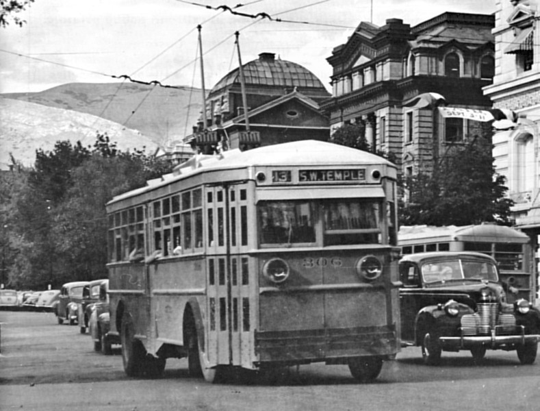 Versare 306 in SLCL orange & cream passes the Hotel Utah in this 1944 scene. The SLCL''s emblem is faintly visible in the lower panel ahead of the exit. (mca_39-3_cover)
