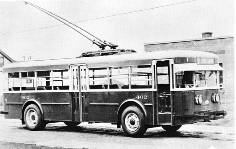 UL&T bought six Twin Coach trolley coaches to expand the system. The standard Twin Coach design was modified with an exit door amidships and dynamic braking before UL&T would place an order. Number 402 was snapped in November of 1929. (General Electric; mca_39-1_9c)