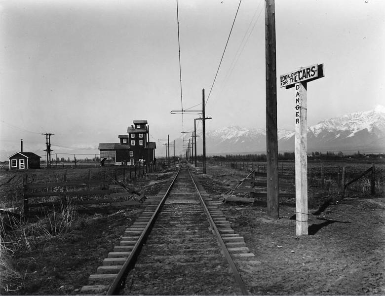 Salt-Lake-&-Utah_Riverton-looking-north_USHS_Salt-Lake-&-Utah-Railroad_P-16_39222001650774